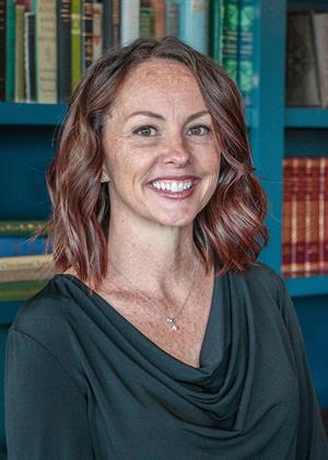 Victoria  Dunn
