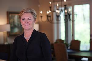 Kristin  Knoll